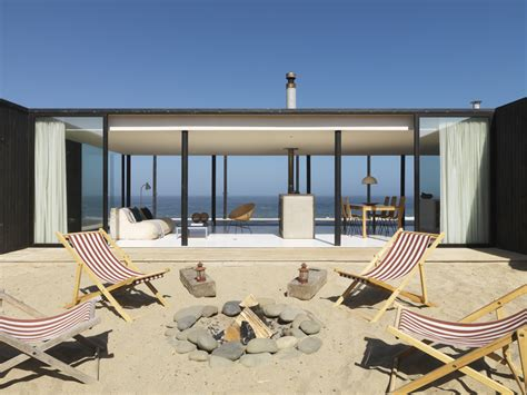 calm and simple beach house interior design by frederick stelle digsdigs maison architecte face a la mer 15