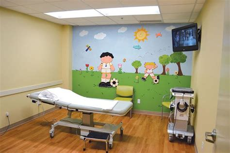 paint colors for pediatric examining rooms child friendly murals in each room encourage