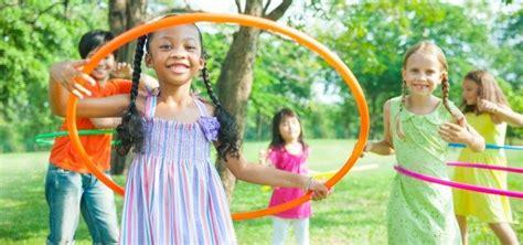 imagenes de niños jugando ula ula beneficios del juego del hula hoop para ni 241 os