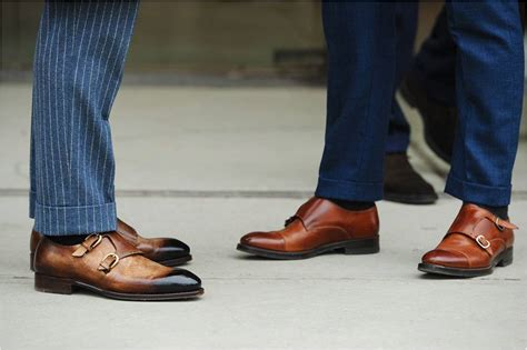what color dress shoes does a man wear with a youtube suit vs blazer and how about brown dress shoes