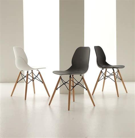 sedie moderne design sedia in polipropilene con gambe in legno idfdesign