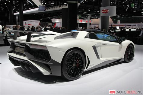 lamborghini aventador sv vs aventador roadster lamborghini aventador lp750 4 superveloce roadster looks magnificent in white