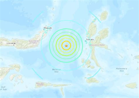 earthquake hits  indonesia tsunami warning