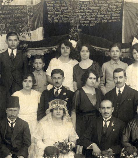 famous jews judaism wikia minhag why do sephardic jews dress in black and white