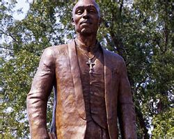 Shakur Statue Targeted In Possible Noose Incident by Tupac Amaru Shakur Center In Vandalized