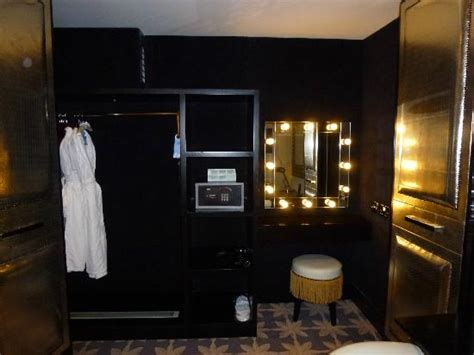 dressing table  wardrobe picture  merchant
