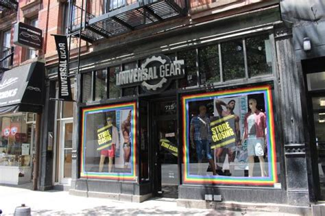 s clothing store universal gear closing last nyc