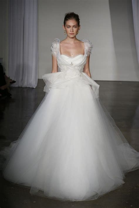 the bold bride stunning wedding gowns brides and bridesmaids in 17 stunning fall 2013 wedding dresses by marchesa