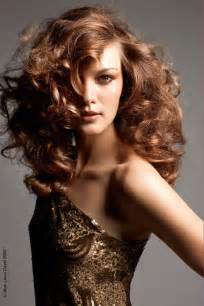 Curly hair cut and color trends