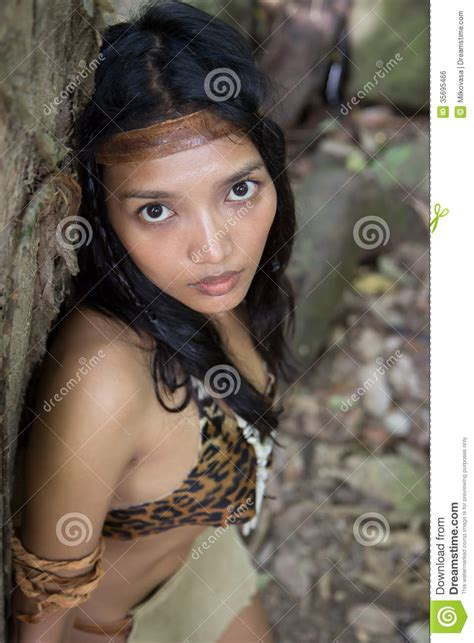 woman tarzan commercial who is the actress playing jane in the geico tarzan