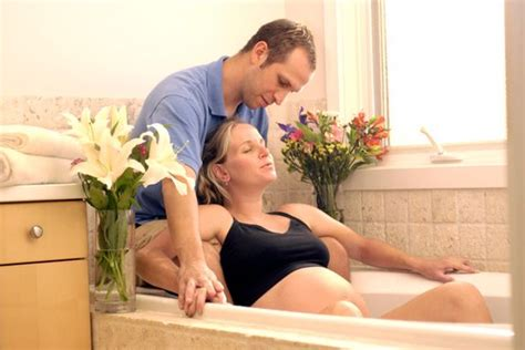 giving birth in a bathtub midwife reveals 17 things that happen before during and