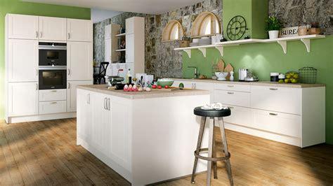 küchen modern wand streichen mit besen