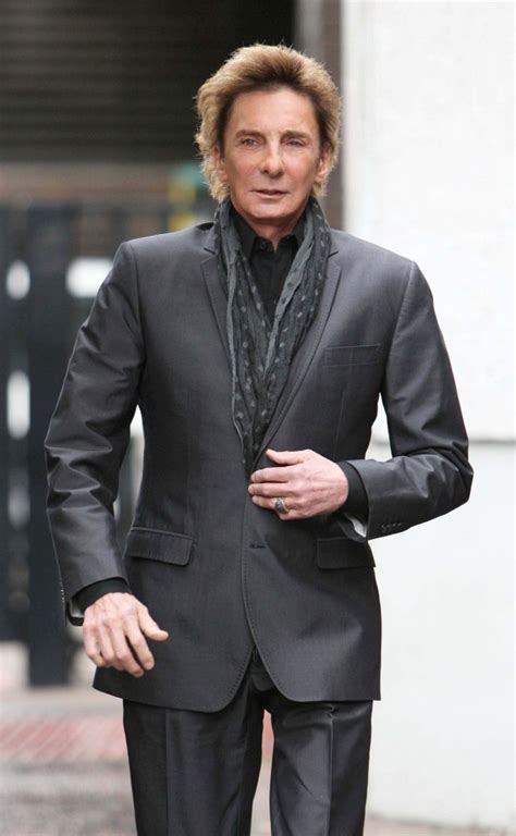 Barry Manilow Greets Fans Zimbio