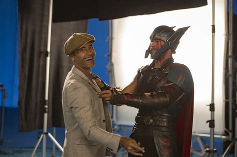 thor movie clips and behind the scenes footage collider thor ragnarok funny video reveals taika waititi on set