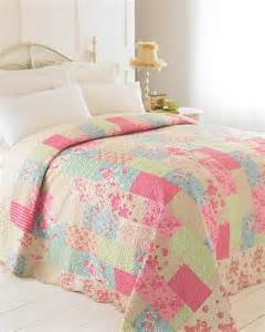 Single Bed Quilted Bedspreads Evie Luxury Patchwork Quilt Free Uk Delivery Terrys