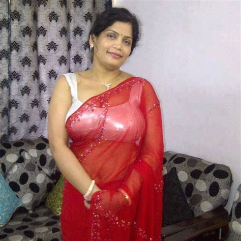 desi mama indian aunty in sarie hot sexy aunties pinterest girls