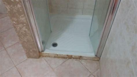 piatto doccia piastrelle piatto doccia mancano alcune piastrelle di rivestimento