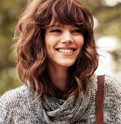 Wavy Hairstyles With Bangs by 25 Best Ideas About Wavy Medium Hairstyles On