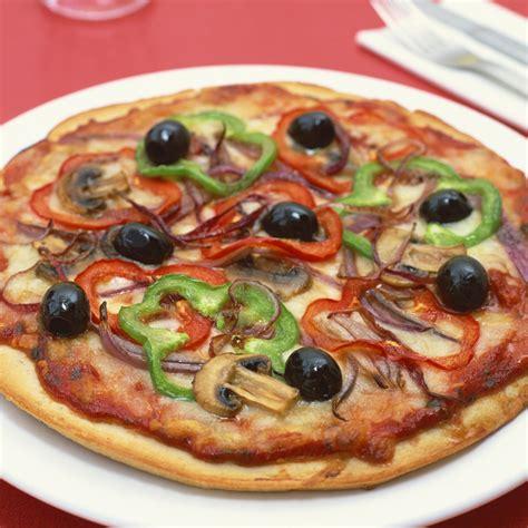 cuisiner une pizza pizza 224 l italienne cuisine plurielles fr