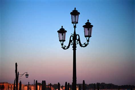 illuminazione italia spreco illuminazione pubblica in italia non sprecare