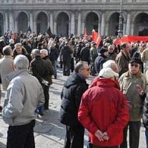 sedi inps genova genova pensionati dello spi cgil in piazza contro il