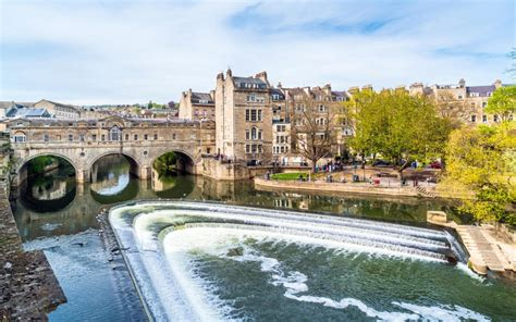 bathtubs uk bath city break guide and deals from breaks com