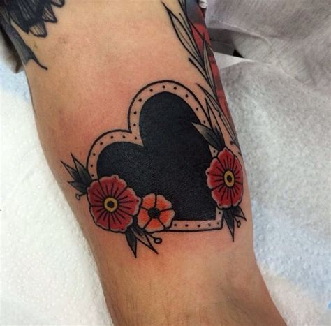 small traditional tattoos the 25 best traditional flower tattoos ideas on