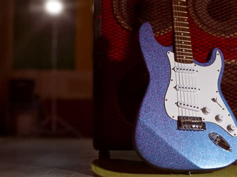 paint a glitter guitar make