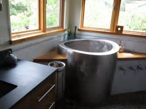 Try a change in bathing ambiance with the japanese soaking tub