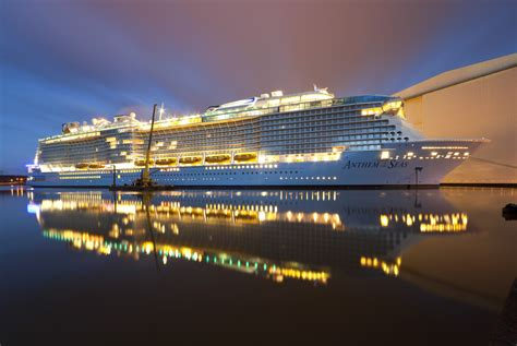 royal caribbean new boat 25 pictures of royal caribbean s newest ship anthem of the