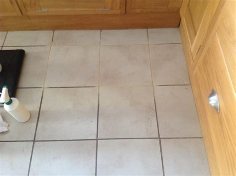 Kitchen Floor Tile And Grout by Cleaning Kitchen Floor Tile And Grout Grout Protection