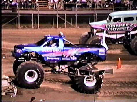 bigfoot monster truck videos youtube bigfoot 4x4 monster truck races youtube
