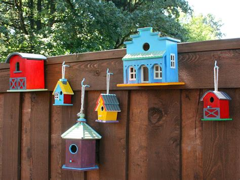 Birdhouse Decorating Ideas by Decorate A Fence With Birdhouses Hgtv