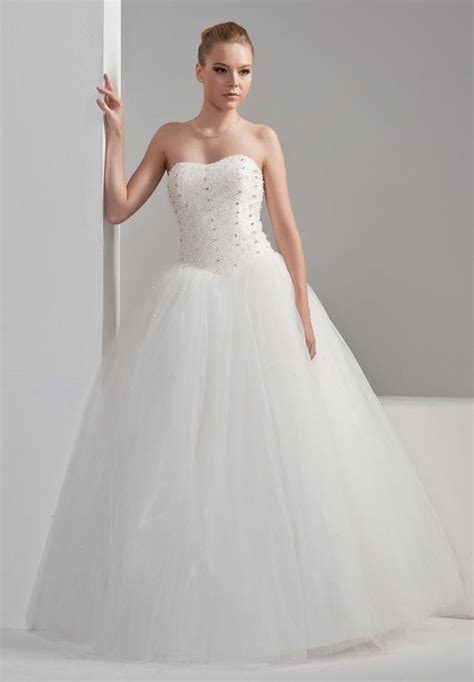 simple organza ball gown wedding dress with strapless