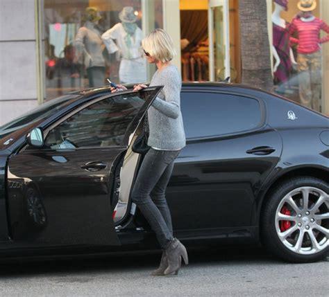 maserati celebrity cameron diaz looking in her maserati quattroporte