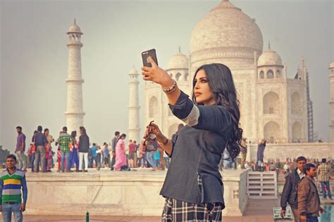 bookmyshow queen of hearts ahlam s latest visit to taj mahal india bookmyshow uae