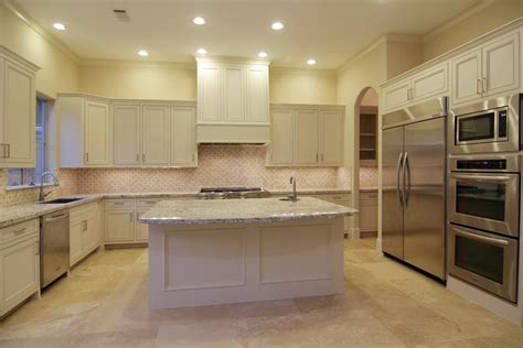 Travertine Colors Kitchen Floors by Exle Of Light Countertops Cabinets And Travertine