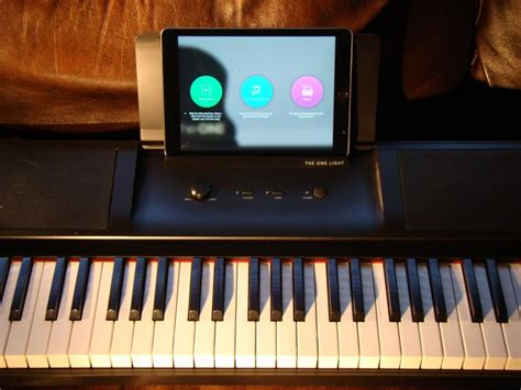 review   light smart keyboard teaches  piano