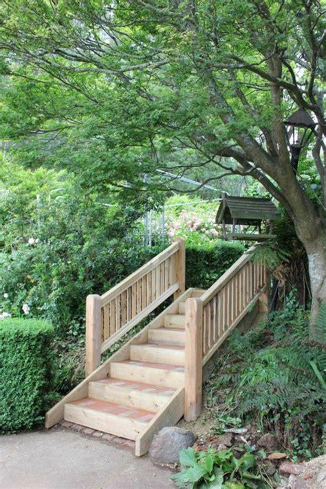 garten treppen ideen gartentreppe holz gartenideen mit treppen