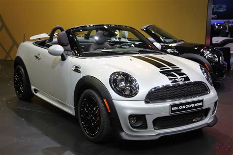 2013 Mini Roadster improves upon new Coupe's formula