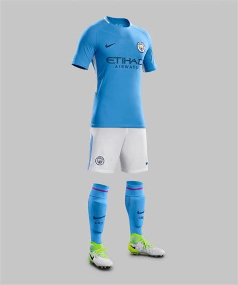 kit city manchester city ecco la nuova divisa home maglia azzurra