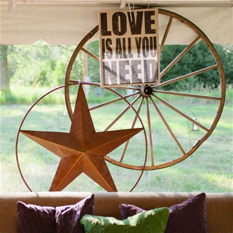 wagon wheel reception decor