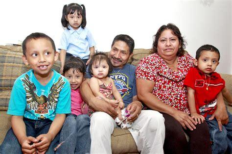 imagenes de la familia urbana familia hispana regresa a sus ra 237 ces a pesar de los retos