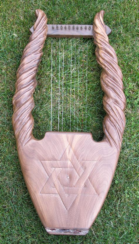 what is a l harp king david harps lyres and kinnors custom harp one of a