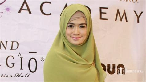 tutorial jilbab yulia rachman cara mengenakan ciput dalaman inner hijab poni