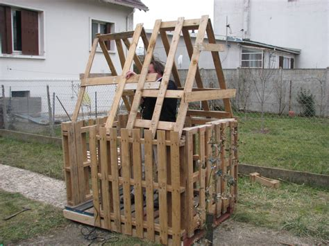 Construire Cabane En Palette by Comment Construire Une Cabane Avec Des Palettes