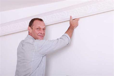 Comment Installer Une Le Au Plafond by Poser Des Moulures Au Plafond