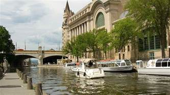 rideau canal in summer fall ottawa tourism