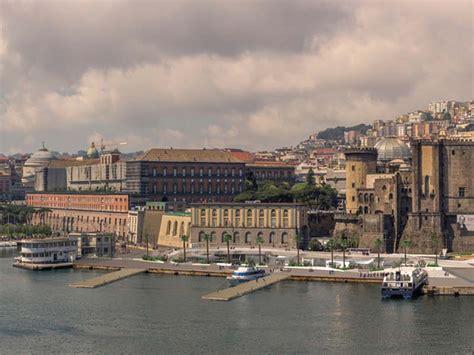 porto di napoli molo beverello al molo beverello via alla gara per la stazione marittima