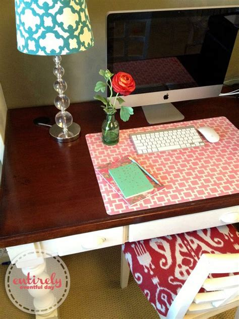 and easy way to create a custom desk pad